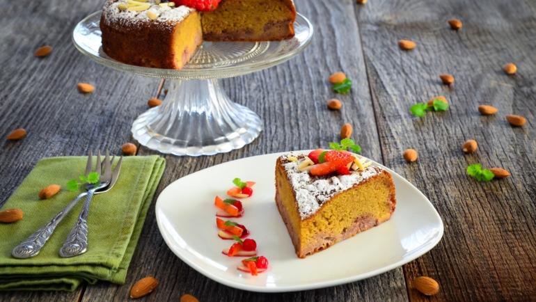 Rustikalna torta od prosa i badema s jagodama